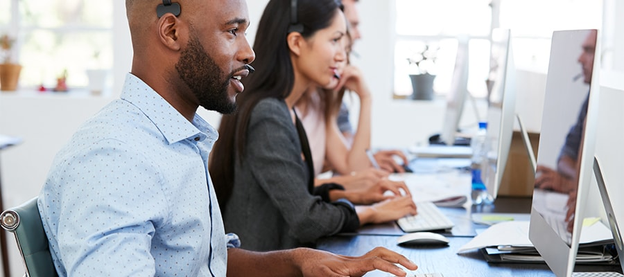 Who benefits from using help desk software?
